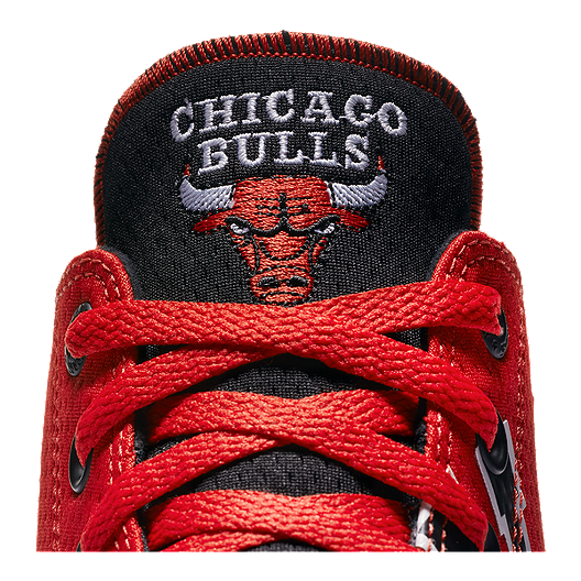 low priced 69ae1 ac413 Converse Men s Chuck SE NBA Chicago Bulls Franchise High Top - Red. (0).  View Description