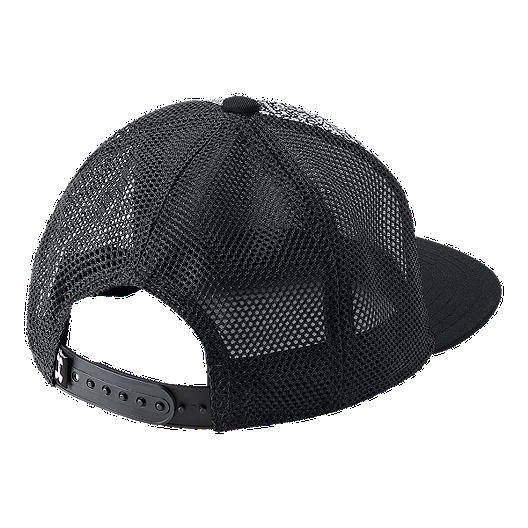 f3a4d069b51 Under Armour Boys  Twist Knit Snapback Hat - Black White